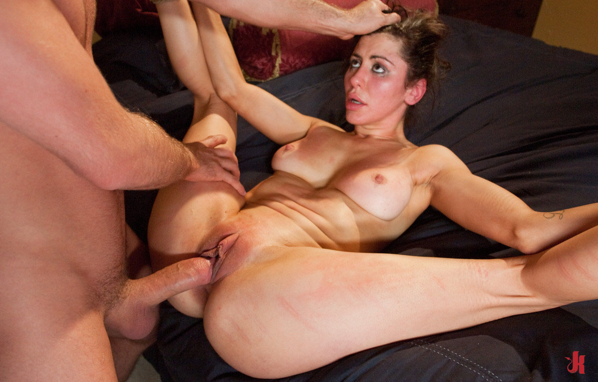 Princess donna dolore sticks her anal toy in beverly hills ass